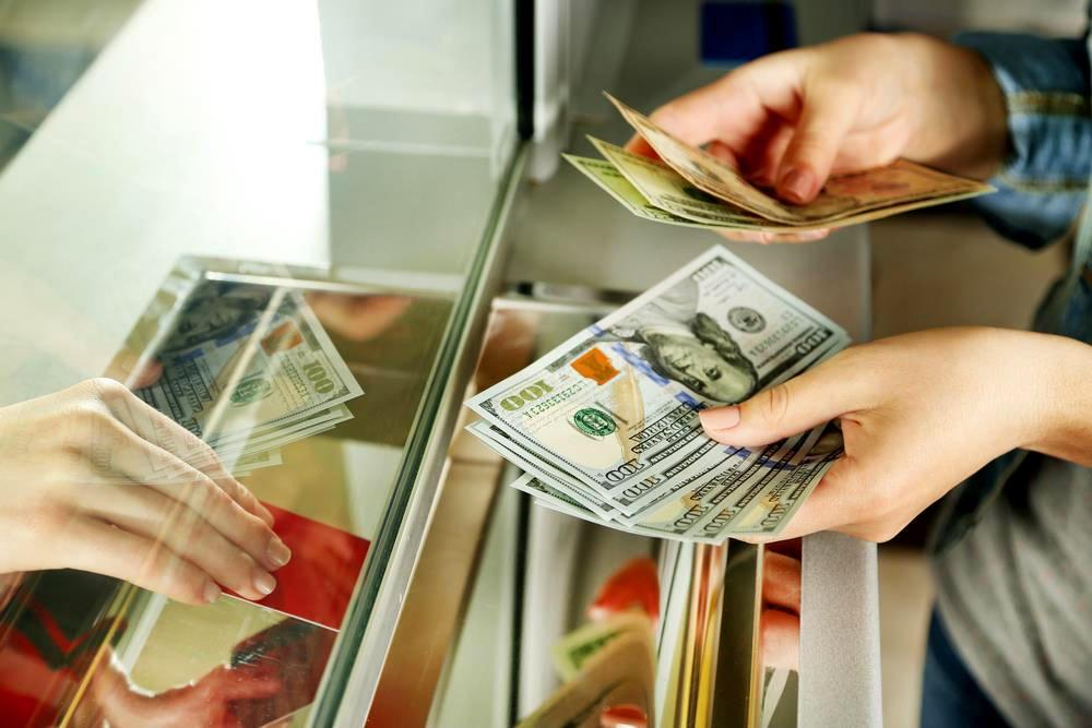 Гривна продолжает падение: курс украинских денег к иностранным валютам