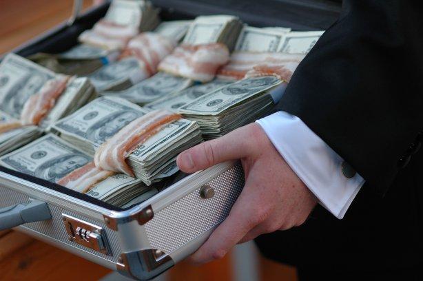 Николаевский прокурор брал доллары пачками. Кто прикрывает?
