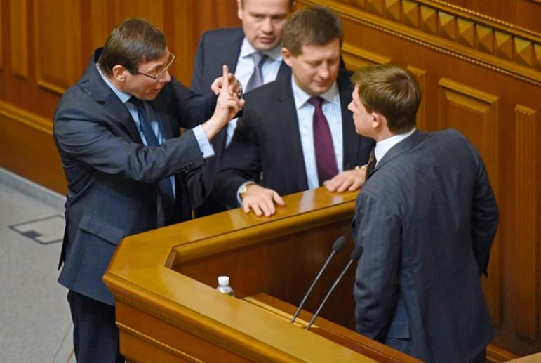 Луценко подписал сообщение о подозрении нардепу Довгому