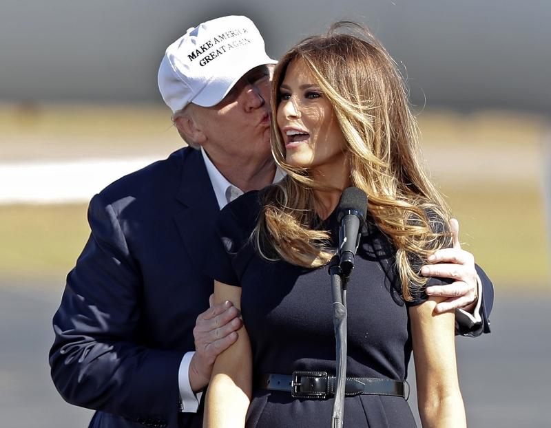 НЕОЖИДАННО! В сеть выложили фото полуголой жены президента