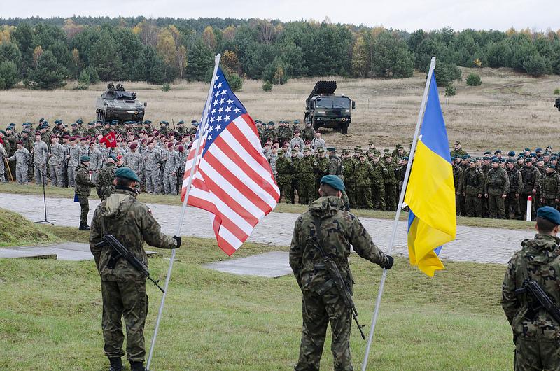 Добро пожаловать в НАТО! Альянс открыл двери перед Украиной. Осталось войти