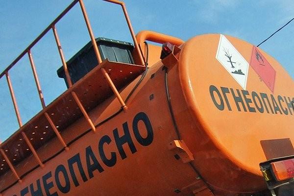 Под Киевом произошло крупное ДТП: столкнулись два автомобиля – бензовоз и ЗИЛ!
