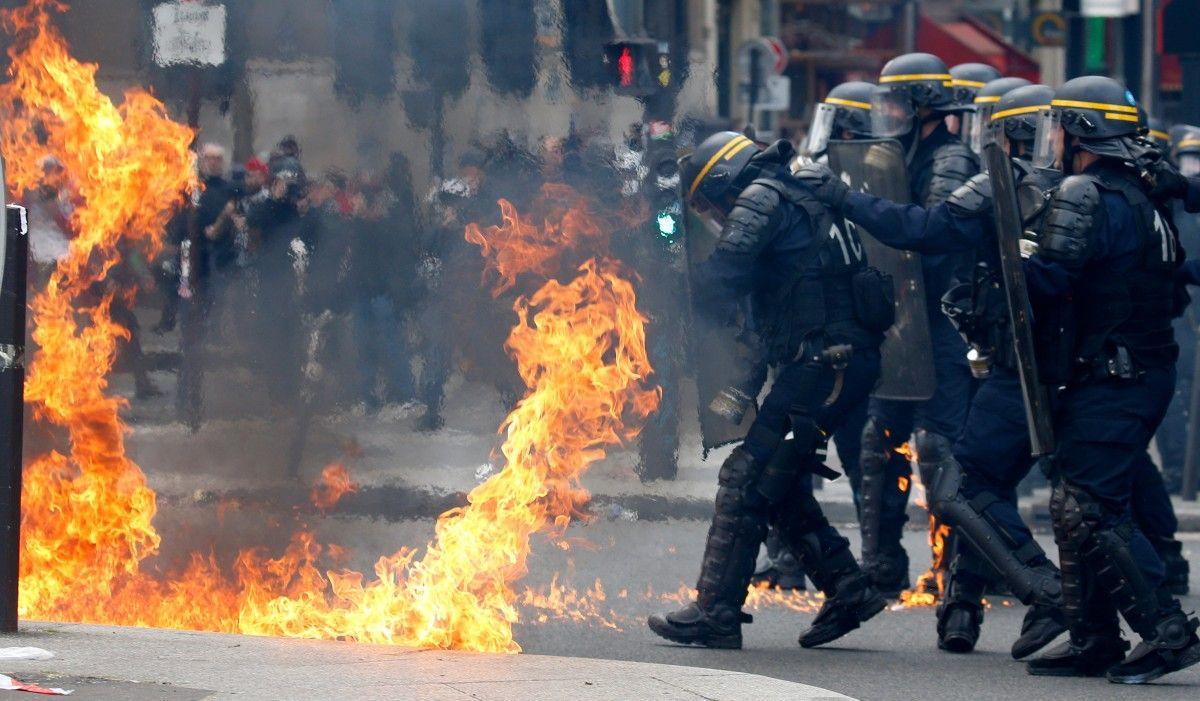Стрельба по людям, хаос и паника. Что сейчас происходит в Каталонии