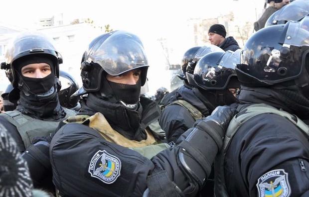 СРОЧНО! В святошинском суде полиция жестко задержала активистов! Видео