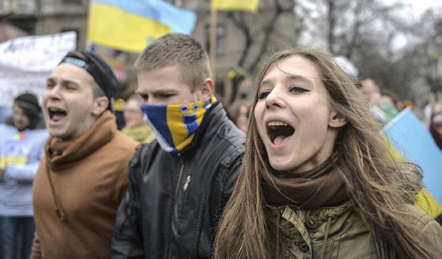 ВАЖНО! Украинцы массово хотят покинуть страну. Количество поражает