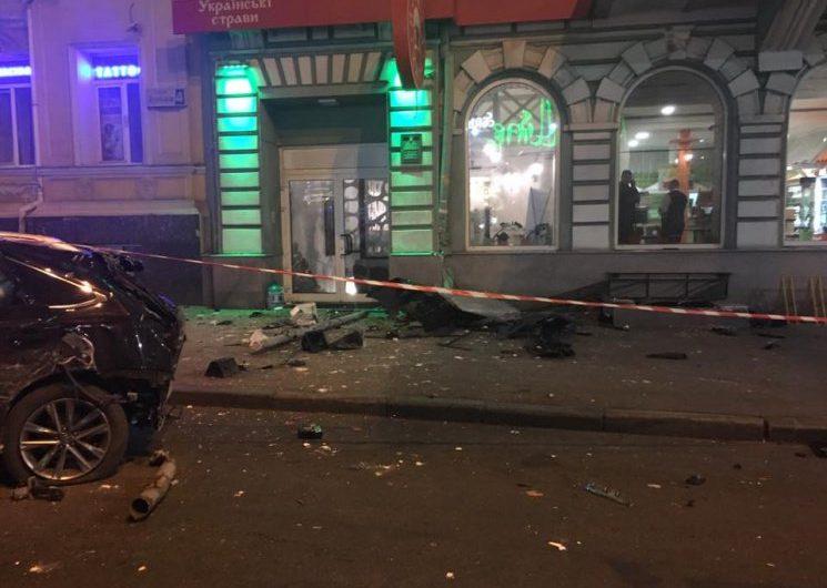 СРОЧНО! Кровавое месиво в Харькове: джип влетел в остановку с людьми