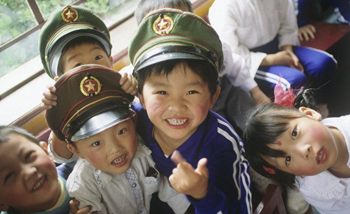 """ПАДЕНИЕ НРАВОВ: китайцы все чаще одевают детей в дикие """"штаны педофила""""! Вот как это выглядит"""