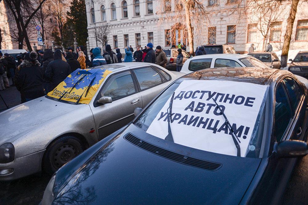 Законом по еврономерам: что ждать автовладельцам от Рады