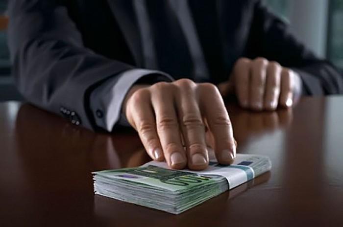 ВАЖНО! Страна коррупционеров: за что и кому платят украинцы