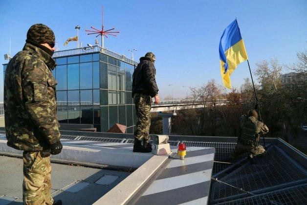 СРОЧНО! Активисты захватили вертолетную площадку под Радой и выдвинули требования!