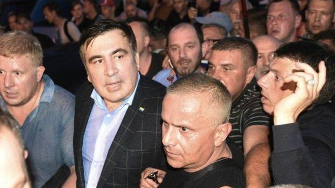 Это ужасно!  Драки, «фашисты», титушки и куча полицаев: Одесса встретила Саакашвили