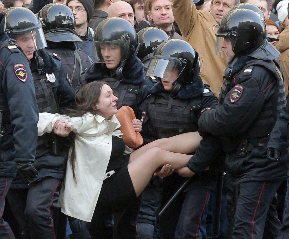 Путин стал совсем плохой! Посмотрите на эти жесткие задержания в центре Москвы и Питера