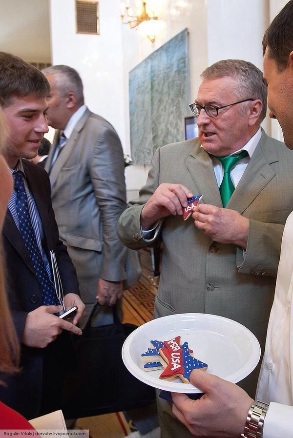Жириновский обожрался печенек. Вот и вся новость. Но зато как он обожрался!