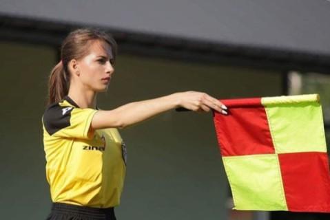 Двадцатилетняя девушка-арбитр из Польши взбудоражила сеть своими фото (18+)