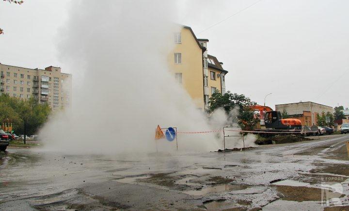 Водяная змея высотой в многоэтажку вылезла из-под асфальта! Харьков в шоке!