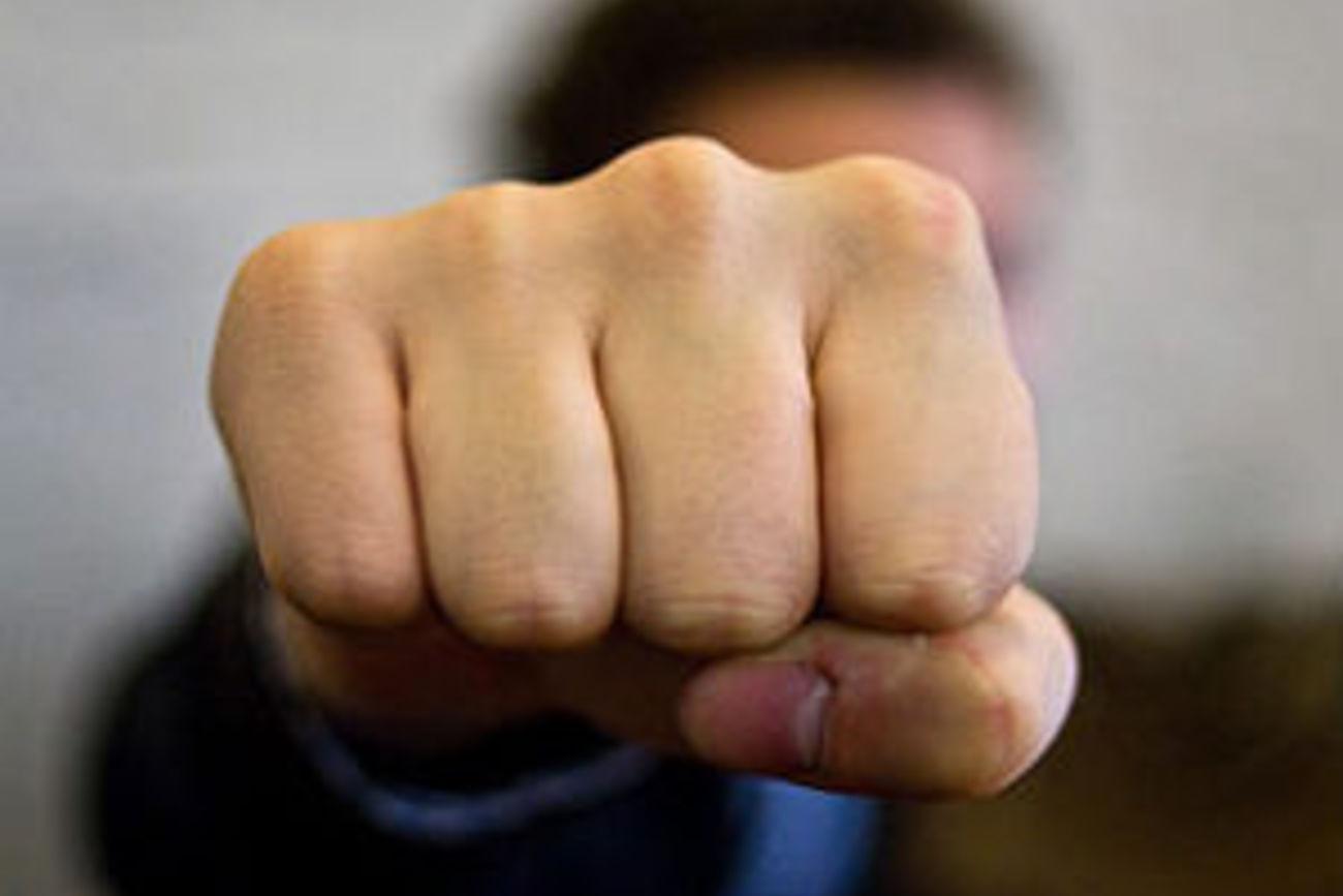 В Днепре толпа избила депутата Юрия Березу. Подробности