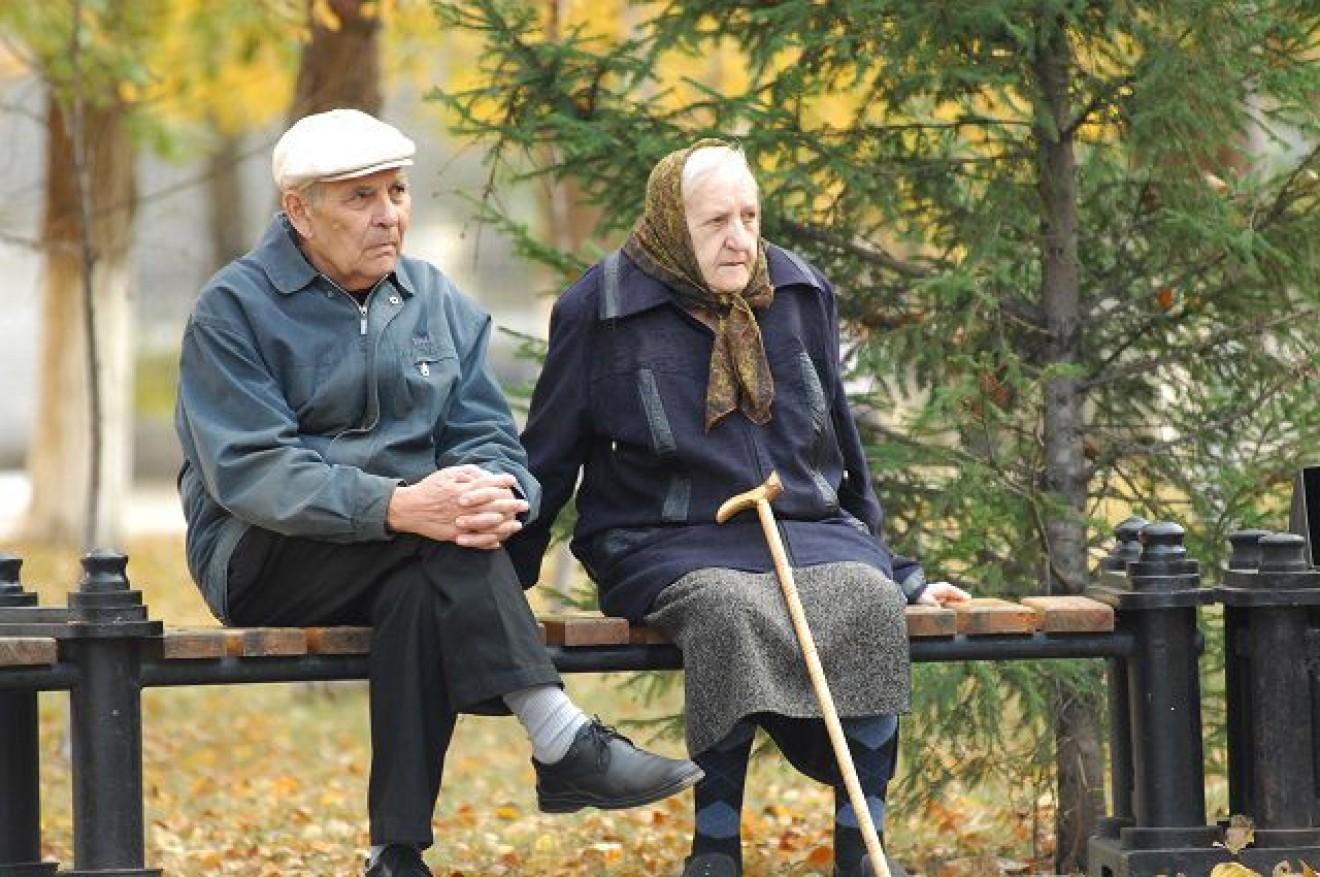 """Уничтожение пенсиями. Что говорят эксперты о """"подарке"""" Гройсмана"""