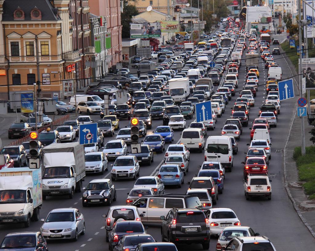 Ужасные пробки уже с понедельника. Узнайте, какие улицы столицы надо объезжать десятой дорогой