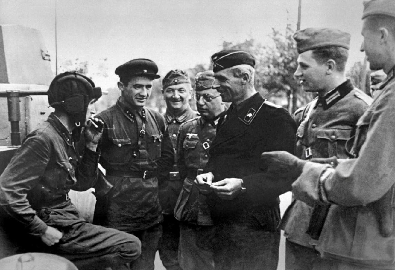 Киселев нервно курит: по мнению Кремля СССР не вторгался в Польшу в 1939 году