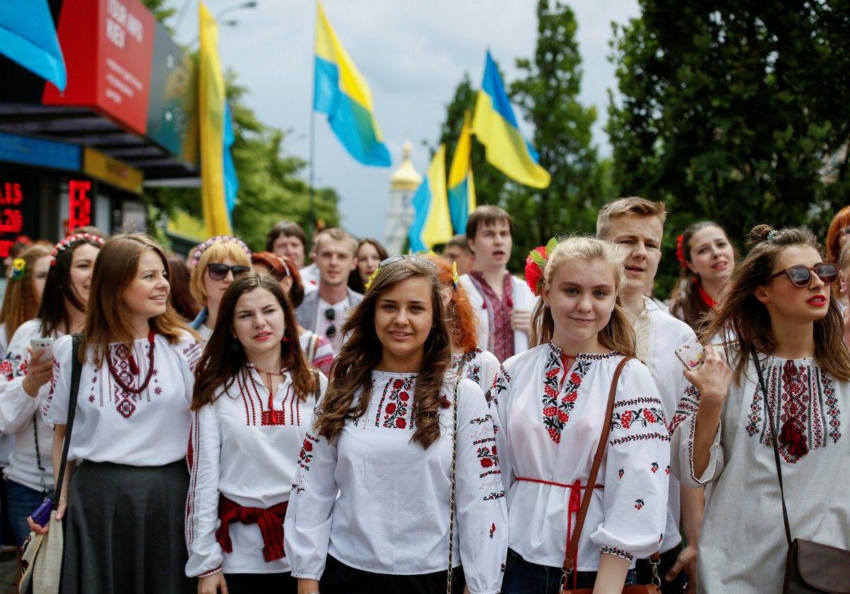 Убийственный результат соцопроса: молодежь спит и видит, как свалить из Украины