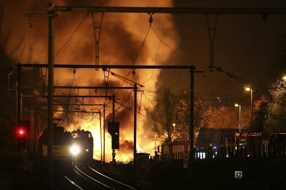 СРОЧНО! Появилось видео горящего на ходу поезда Николаев-Киев