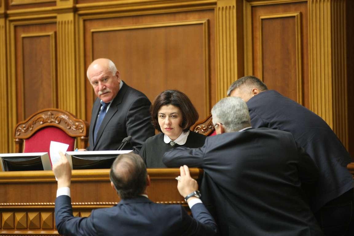 Скандал: депутаты ВР заблокировали медреформу