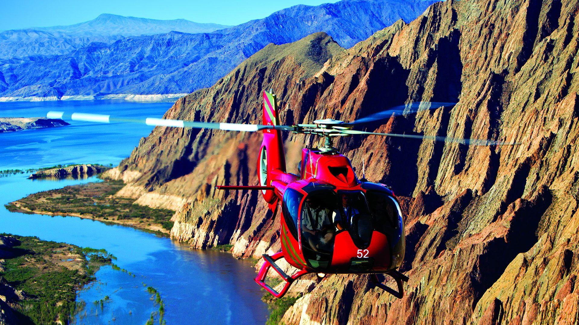Ни алых роз, ни траурных лент! Вертолет с журналистами рухнул в озеро