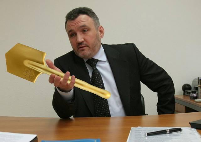 ШОК! У прокурора времен Януковича при обыске нашли золотую лопату!