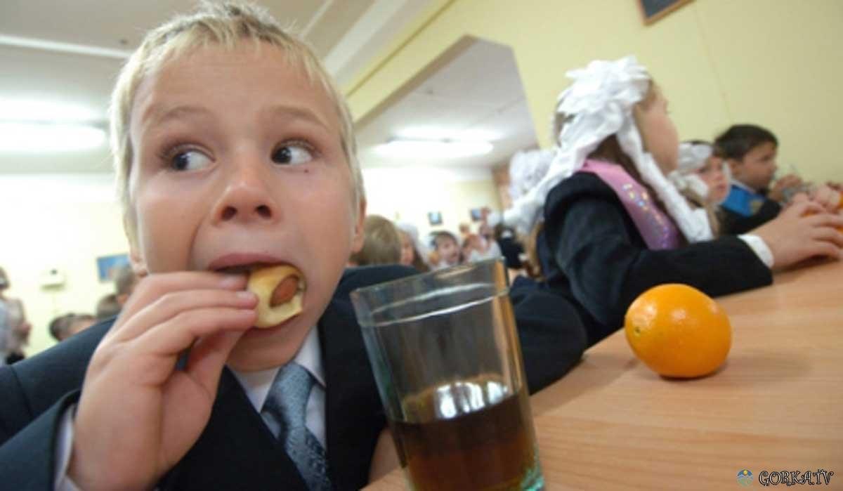 Вот на чем возят детей в школу охранники Порошенко