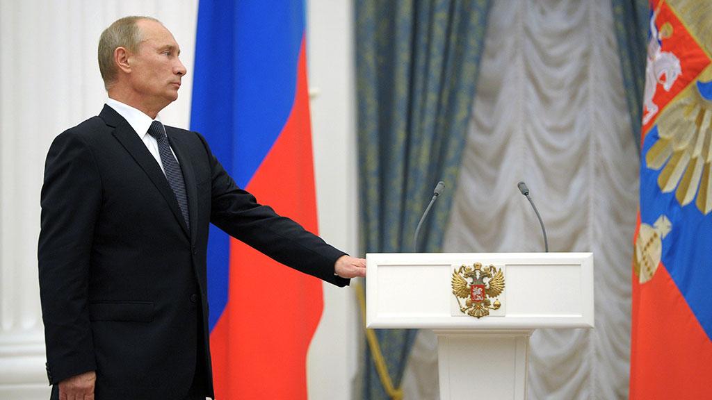 """ХВАТИТ МОЛЧАТЬ! В лобовую против Путина: кто осмелился сменить """"карлика"""" в Кремле"""