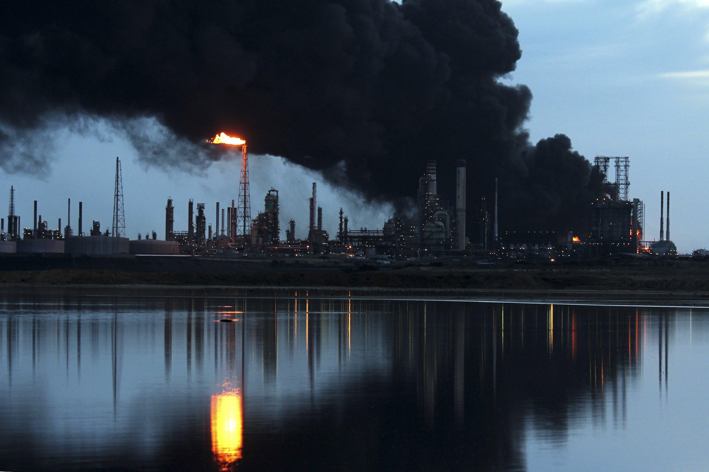 Теракт или так надо? Мощнейший взрыв на российском нефтезаводе