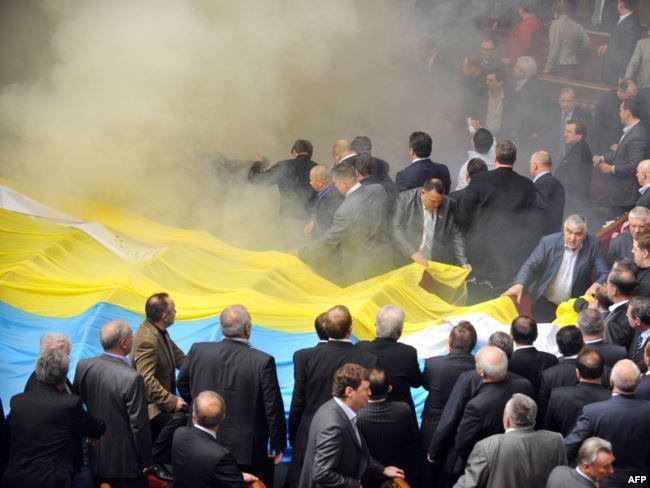 СРОЧНО! Депутатам в Раду забросили взрывчатку