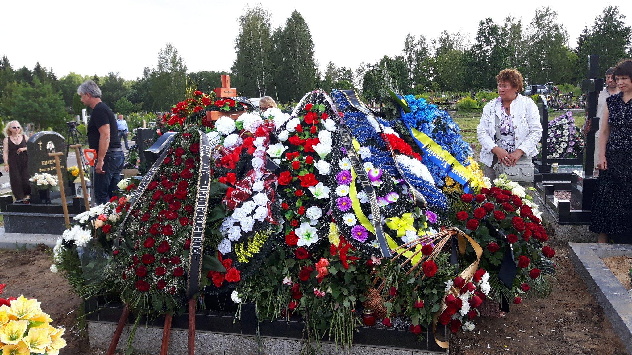 Траур: в Харькове хоронят жертв жуткой аварии
