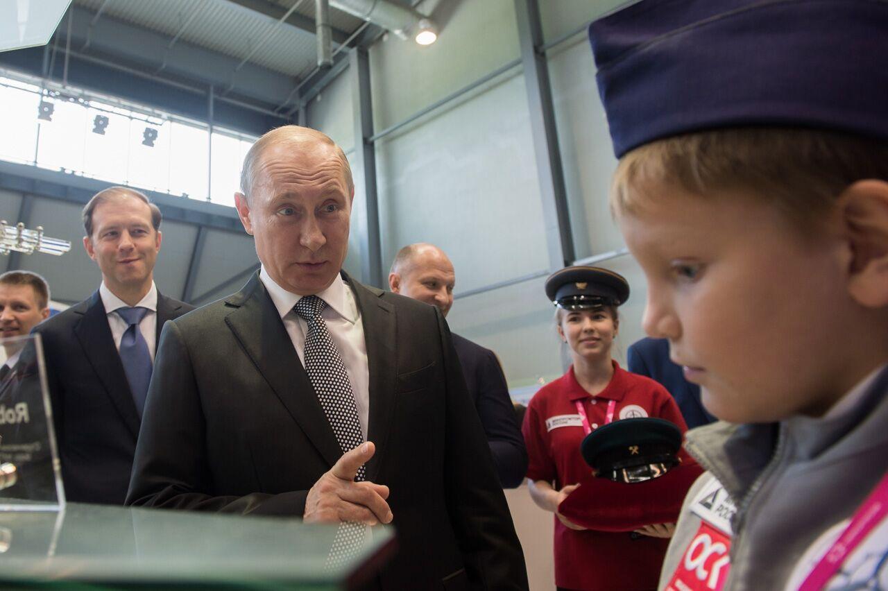 Маразм крепчает! В детсадах заставляют учит стих о Путине. Прочтите и обалдейте