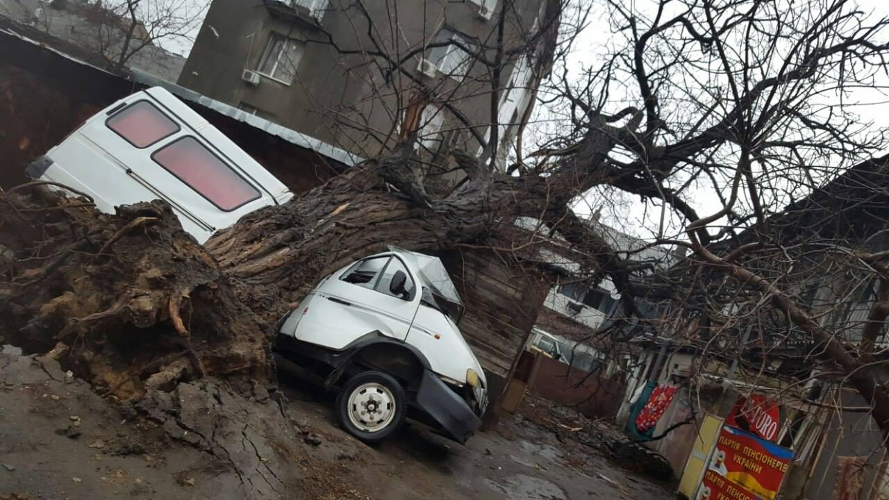 Сильнейший шторм накроет Украину. Узнайте какие области под угрозой