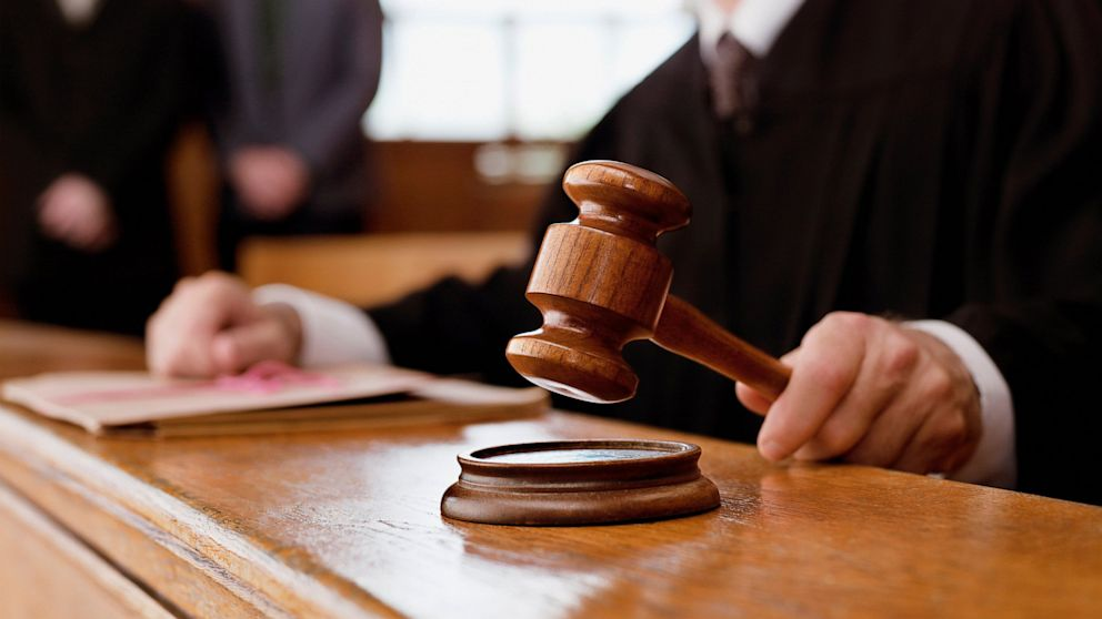 ПРОВЕЛИ РЕФОРМУ! Судьи стали собственностью Порошенко, а заседания теперь можно делать секретными