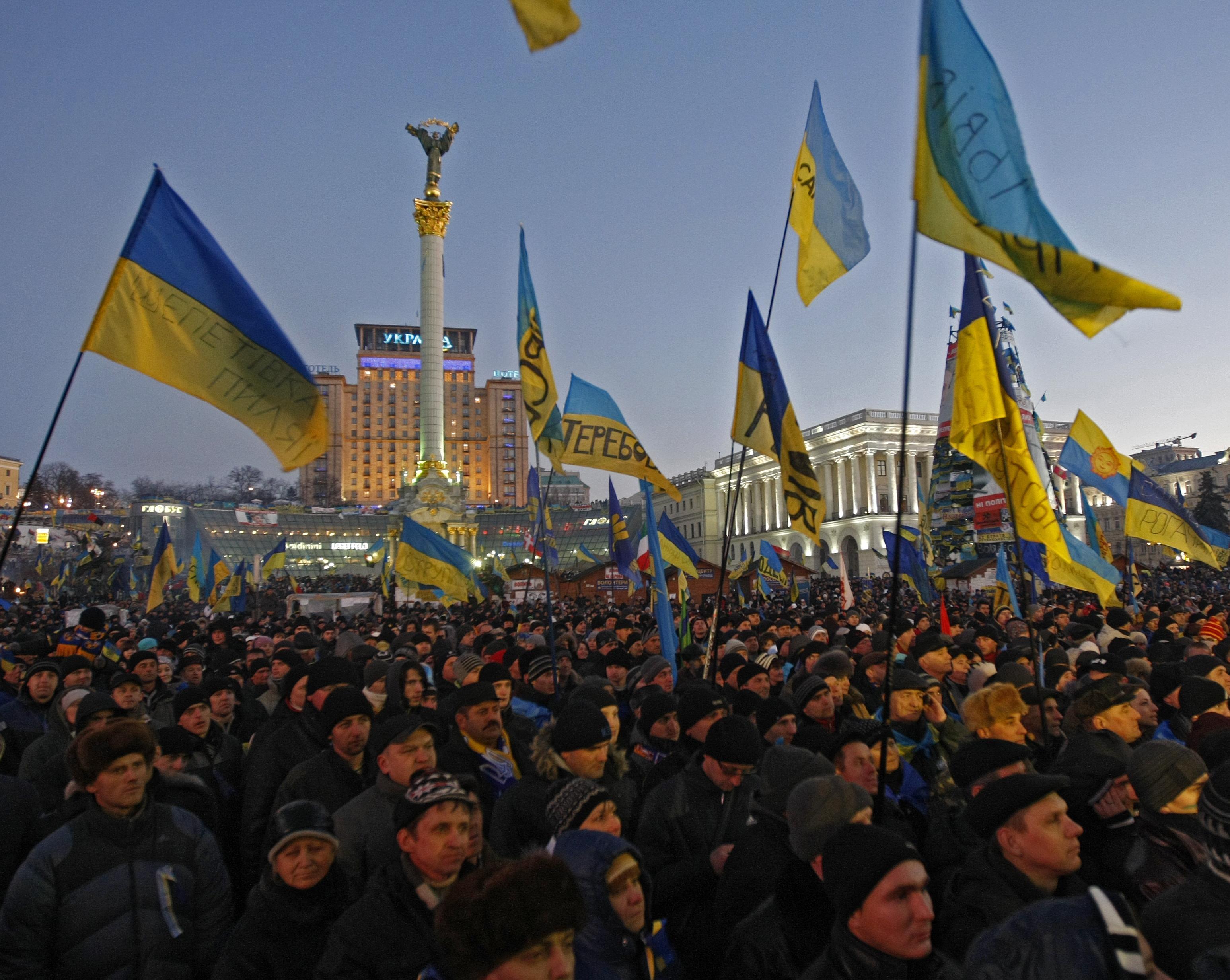 Власть пытается откупиться от Майдана. Что-то назревает?
