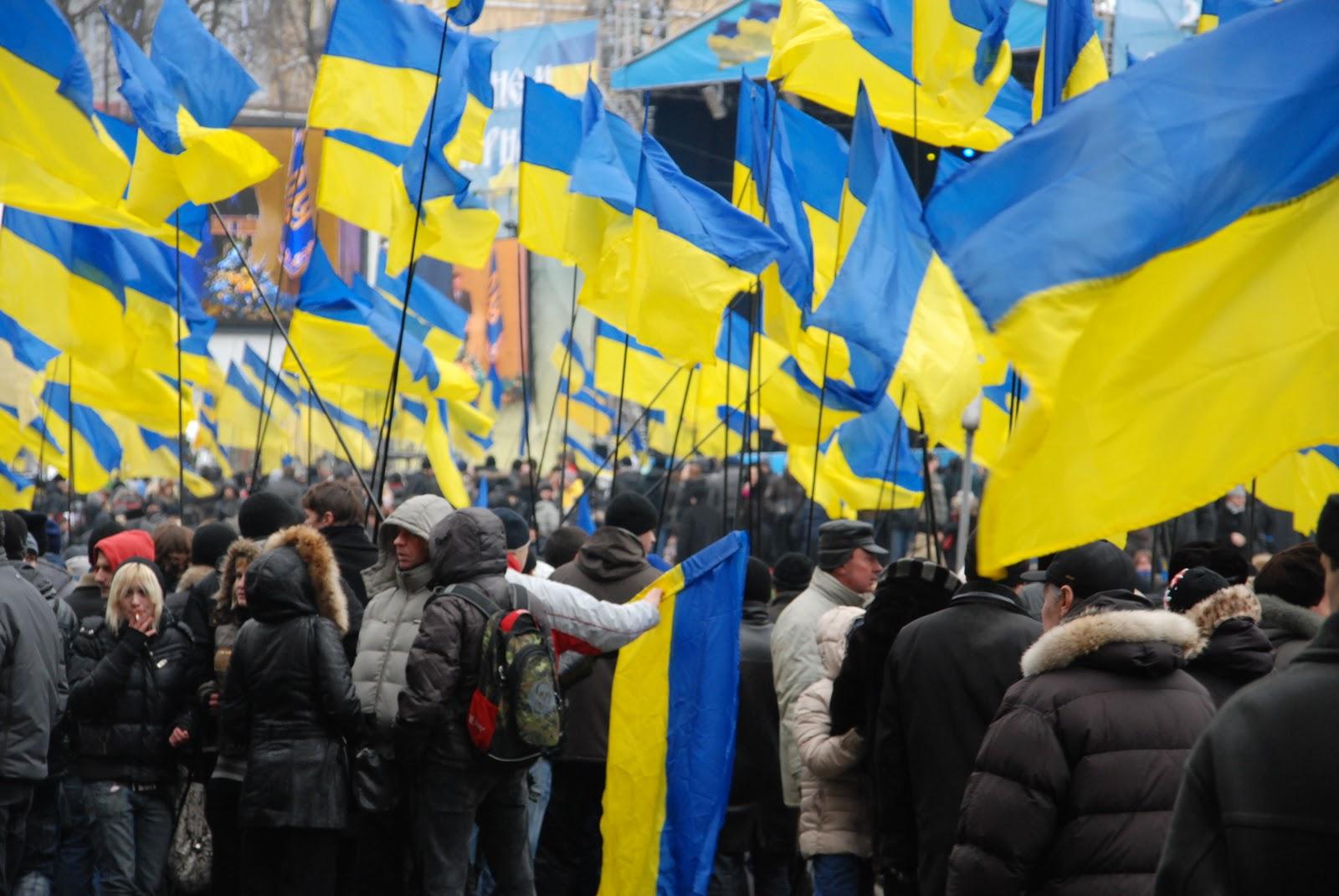 Россиянин: бандеровцы, чего вытворяете? Питерская подворотня против
