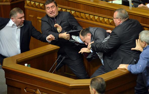 Депутатов на экспертизу? Неграмотное большинство Рады заставляет танцевать, как на сковородке