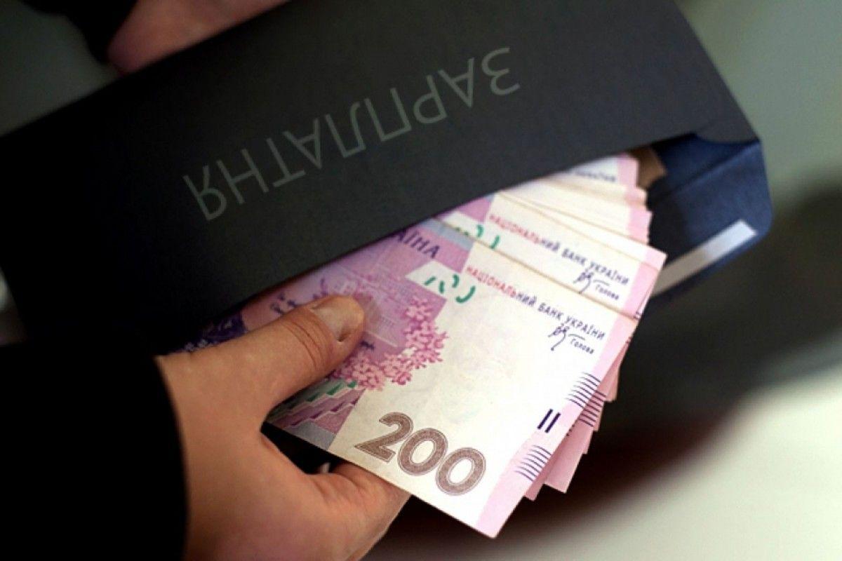 Получаете конвертную зарплату? Вот что для вас придумали у Гройсмана